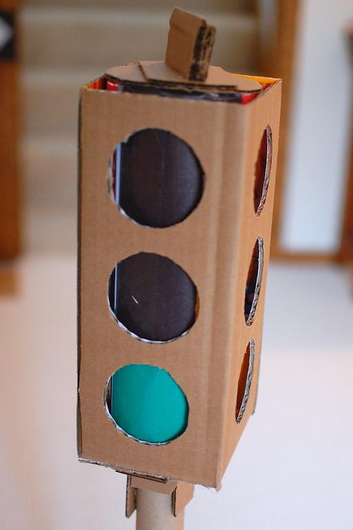 Как из картона сделать светофор своими руками 28